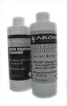 Dive equipment cleaner